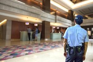 守卫酒店的保安