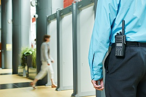 为员工提供安全保障的现场保安人员