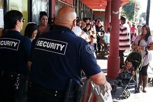 apg-security-guards-managing-crowd