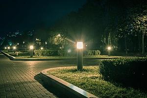 HOA安全小组在社区安装的一盏安全灯