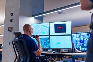 加州圣贝纳迪诺的住宅警报监控专家接听电话